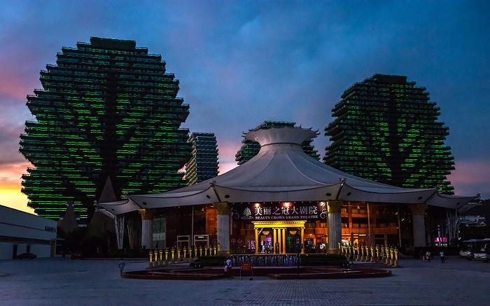На территории Sanya Beauty Crown Hotel Tower расположен театр-шатер, где часто проходят финалы конкурса красоты «Мисс мира» (Китай). | Фото: b737.livejournal.com.