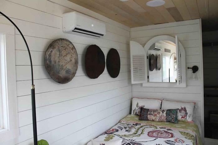 Стильно оформленная спальня.