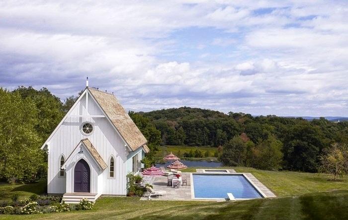 Открытый бассейн в загородном доме художника Martin von Haselberg (Милбрук, США). ассеemdep.vn