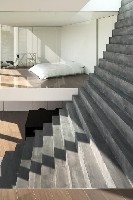 Спальная комната «младшей» семейной пары («Stairway House», Токио). | Фото: worldarchitecture.org.