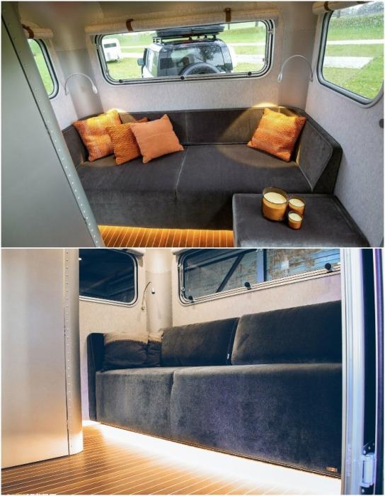 Небольшая гостиная с мягким диваном и окнами станет прекрасным местом отдыха (автодом Lume Nordic-LT540).