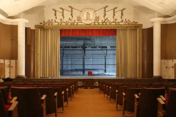 Остатки былой помпезности концертного зала в Вюнсдорфе (Германия). | Фото: currenttime.tv.