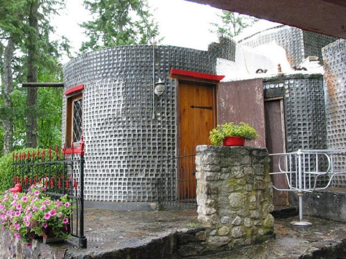 Невероятная конструкция дачного домика.