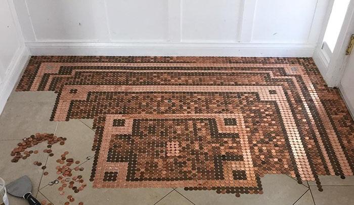 Чтобы создавать геометрические рисунки или оригинальные узоры монеты нужно разобрать по цвету. | Фото: intex-press.by.