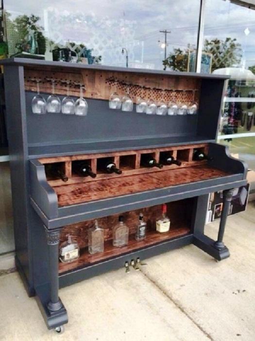 Из старого пианино можно сделать мини-бар. | Фото: hochu.ua.