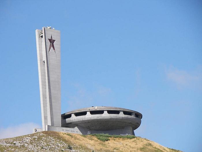 Дом-памятник на вершине горы Бузлуджа (Болгария). | Фото: tourister.ru.