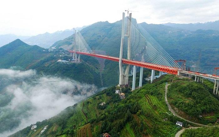 Мост Бэйпаньцзян – на данный момент самый высокий подвесной мост в мире.