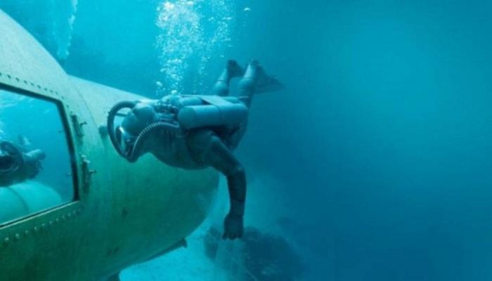 Океанографы возле «Диогена I». | Фото: interestingengineering.com.