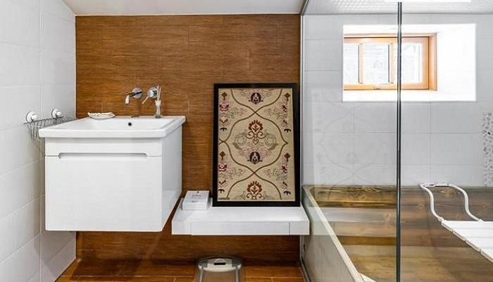 Ванная комната в обновленном доме на хуторе. | Фото: lemurov.net.