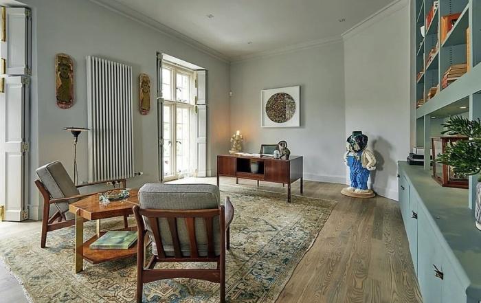 Уютная комната отдыха в Compton Bassett House, построенном в 1929 г. (Великобритания). | Фото: homesandgardens.com.