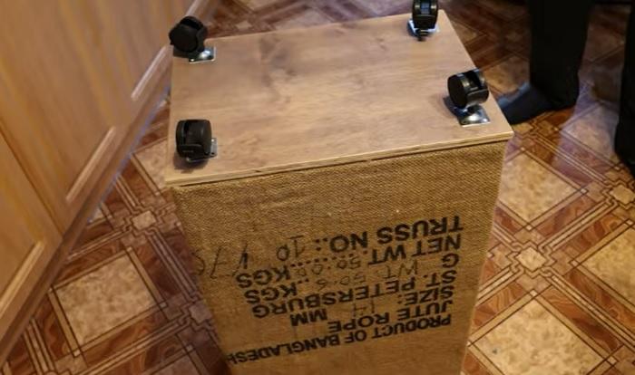 Теперь корзина для хранения будет мобильной. © Мастерим Руками.