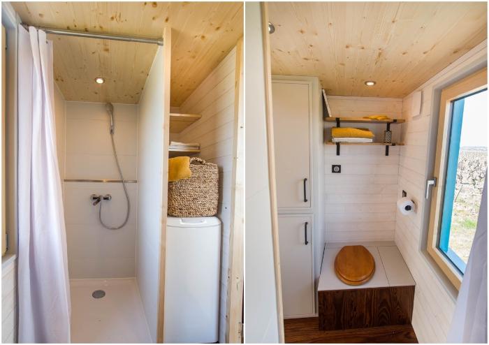 Благоустроенная ванная комната порадует домочадцев (Tiny House Siana).