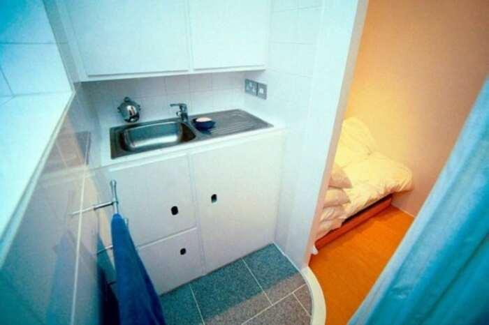 Раковина также имеется, но между ванной комнатой и кладовкой (Ричмонд-авеню, Лондон). | Фото: roomble.com.