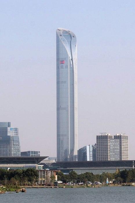 Высота финансового центра Suzhou International Financial Square (IFC) достигает 450 м. ( Сучжоу, Китай). | Фото: ru.wikipedia.org.