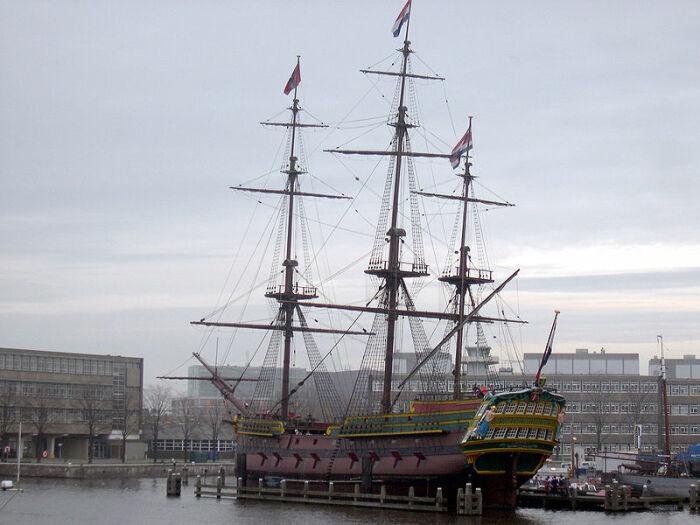 Современная реплика торгового судна «Амстердам», которое не вернулось с первого своего похода. | Фото:ru.wikipedia.org.