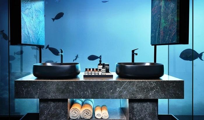 Ванная комната в подводной части виллы Muraka (Мальдивы).