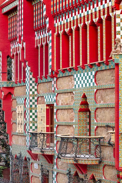 Уже первая работа архитектора показала, что он действительно станет великим мастером (Антонио Гауди, Casa Vicens). | Фото: elledecoration.ru/ David Cardelus.