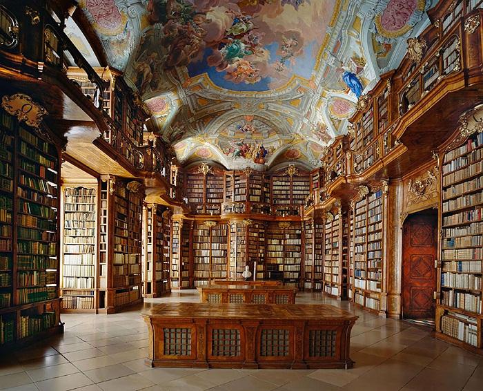 Библиотека, построенная при монастыре Святого Флориана (Австрия).