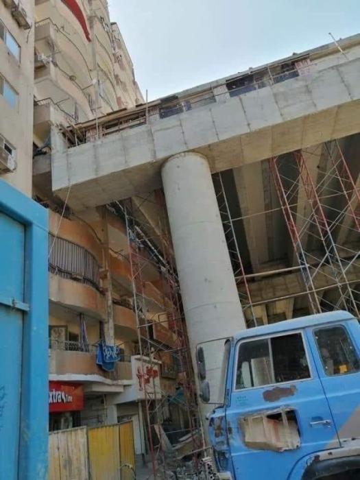 Уже сейчас жильцы многоэтажек не могут спокойно жить, а владельцы магазинов работать («Teraet Al-Zomor Bridge», Гиза). | Фото: realt.onliner.by.