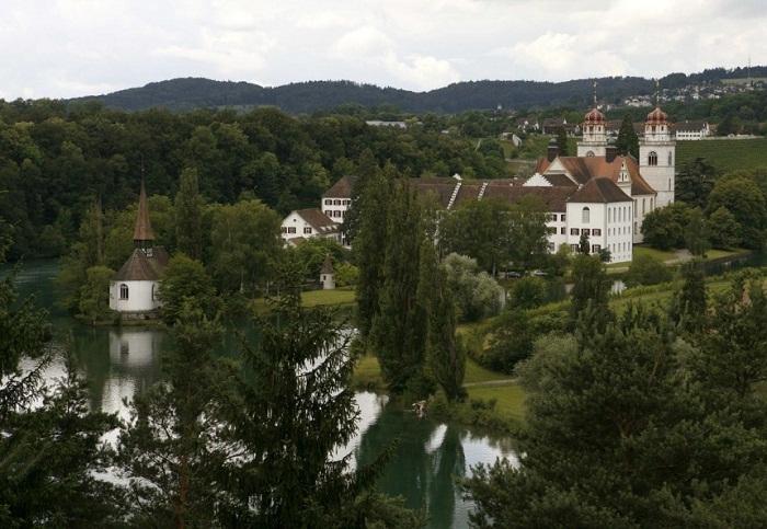 Больше половины жителей деревни Рейнау (Rheinau) согласились на эксперимент (Швейцария).