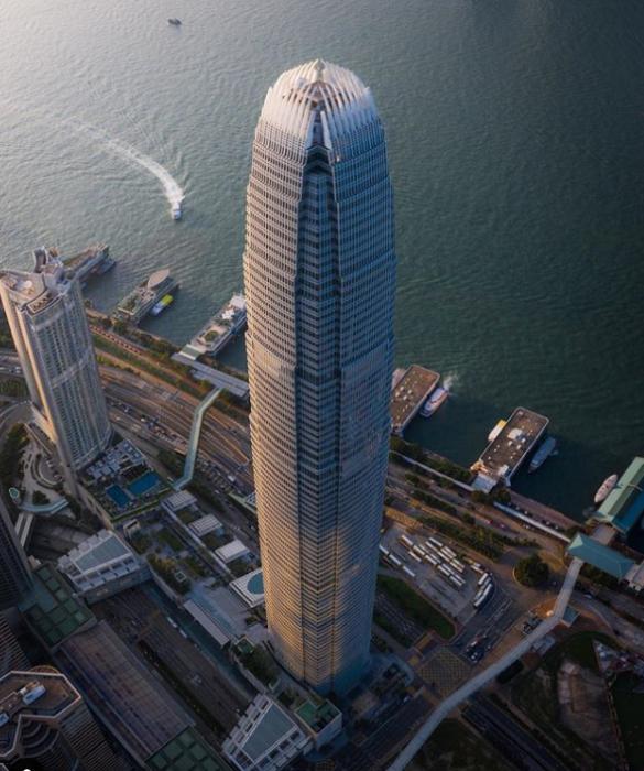Футуристический небоскреб на южном побережье Гонконга (Китай). | Фото: instagram.com/ Lee Mumford.
