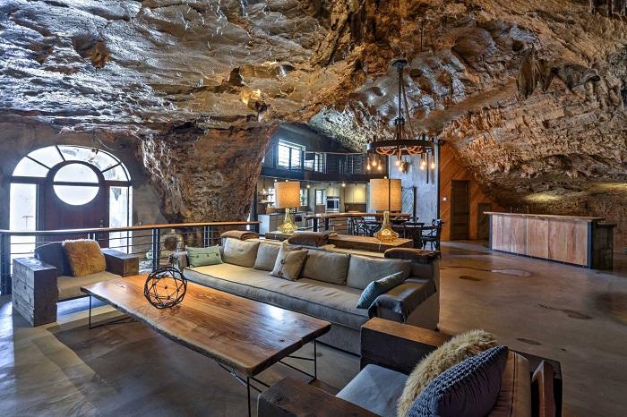 Огромную пещеру превратили в элитное жилье.