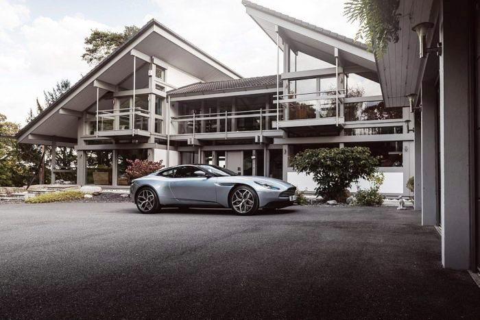 Главным призом в лотереи был не только роскошный особняк Avon Place, но и крутой спорт-кар Aston DB11 V8 в придачу (Рингвуд, Великобритания). | Фото: morediva.com.