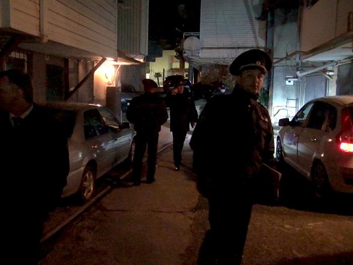 Сочинская полиция в очередной раз проводит рейды по гаражам на улице Альпийской.