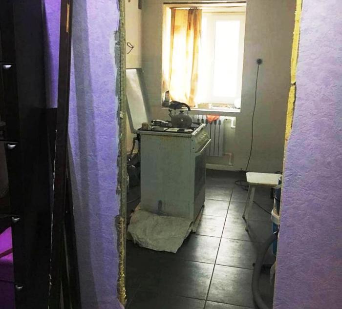 В качестве напольного покрытия использовали антискользящую керамическую плитку. | Фото: nastroy.net.