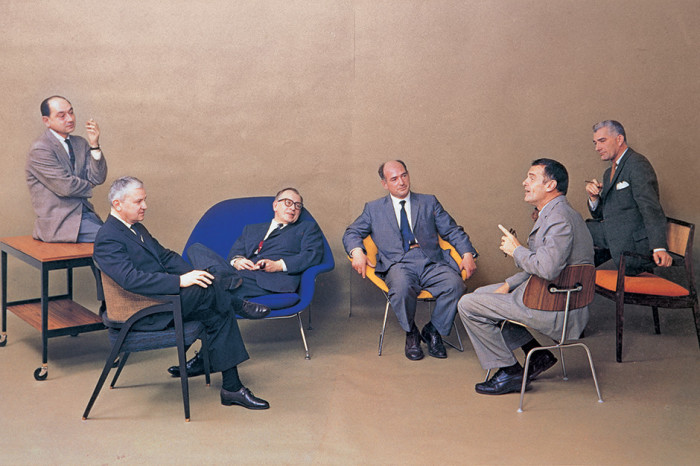 Основоположники стиля mid-century modern (слева направо): Джордж Нельсон, Эдвард Уормли, Ээро Сааринен, Гарри Берт, Чарльз Имс, Йенс Риз (Playboy, 1961 г.) | Фото: elledecoration.ru.