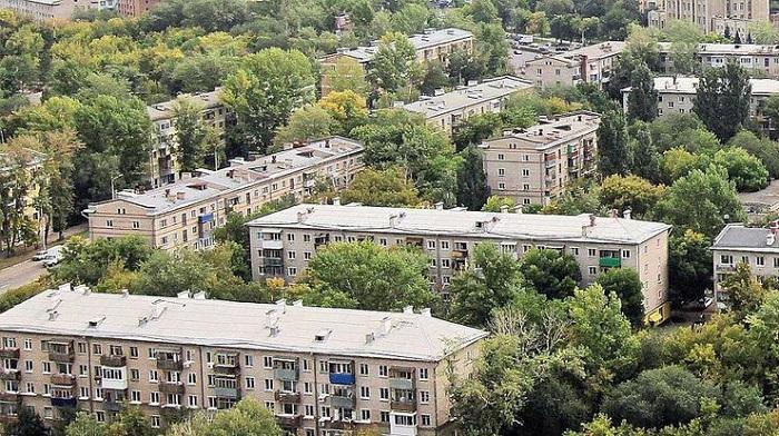 Микрорайоны из панельных домов.