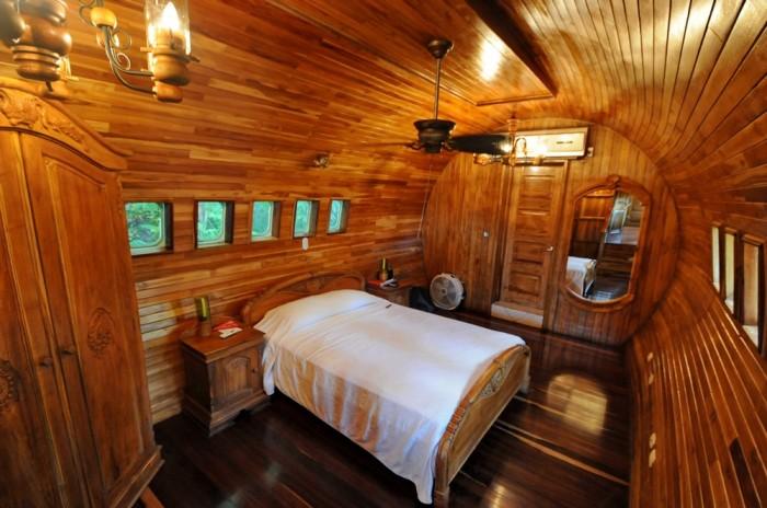 Одноместная спальня размещена в хвостовой части самолета (Hotel Costa Verde). | Фото: itravel.livejournal.com.