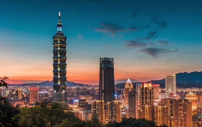 Вечерние огни Тайбэя – столицы Тайваня. | Фото: instagram.com/ Lee Mumford.