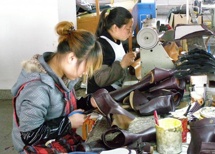 Здесь шьют обувь вручную и поставляют в 40 стран мира.