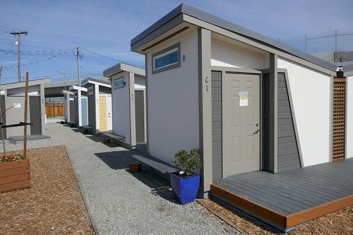 В Сан-Хосе построили необычный жилой комплекс «Bridge Housing Communit», где будет выдаваться бесплатное жилье для бездомных. | Фото: miggerrtis.livejournal.com.