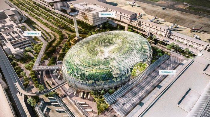 Уникальный центр развлекательной индустрии объединяет три действующих терминала («Jewel Changi Airport», Сингапур).   Фото: thesingaporetravel.info.