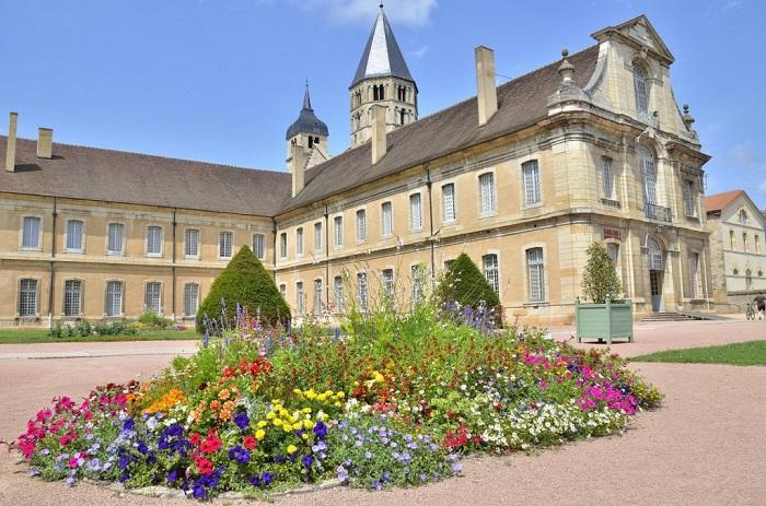 Клюни – чудесный городок в Бургундии (Франция).
