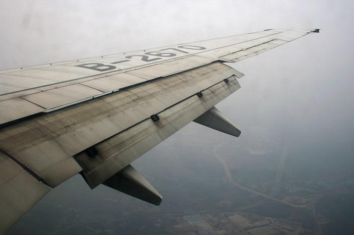 Принцип работы ламеллярных козырьков сродни функции закрылка самолета. | Фото: ru.wikipedia.org.