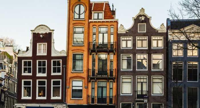 Старинный узкий дом, построенный в XVIII веке на улице Кайзерсграхт (Амстердам). | Фото: tips-and-tricks.co.