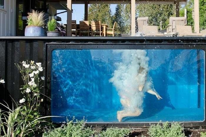 Такой бассейн будет желанным сооружением на любом дачном участке.