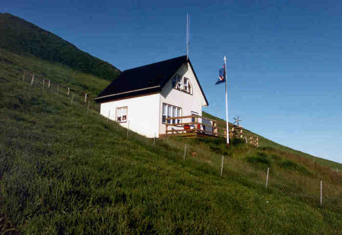 Для полного расслабления отдыхающих построили сауну с открытой террасой (о. Эдлидаэй, Исландия). | Фото: heimaslod.is.