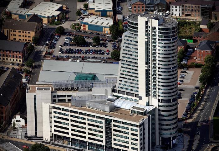 Комплекс Bridgewater Place стал самым большим инженерным промахом архитектурной компании Aedas Architects (Лидс, Великобритания). | Фото: aeroengland.photodeck.com.