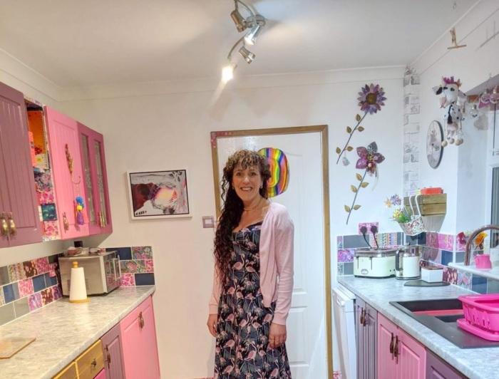 Вот так преобразился кухонный гарнитур и стены после усилий Сони Бартон. | Фото: storytrender.com.