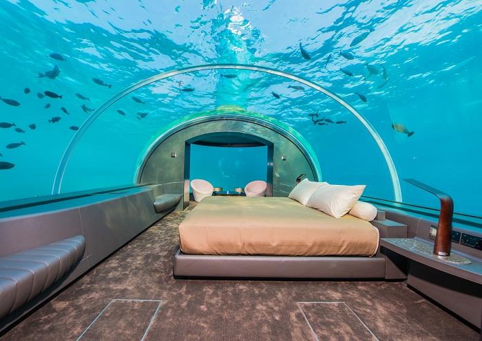 Фантастическая спальня подводного отеля Muraka (Мальдивы).