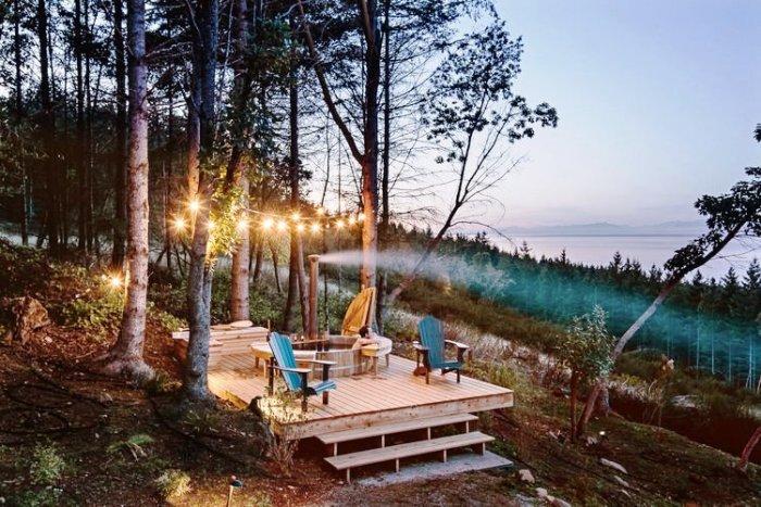 Купель под открытым небом стала идеальным местом для полного расслабления (Galiano 100, Ванкувер). | Фото: trimstudio.ca.