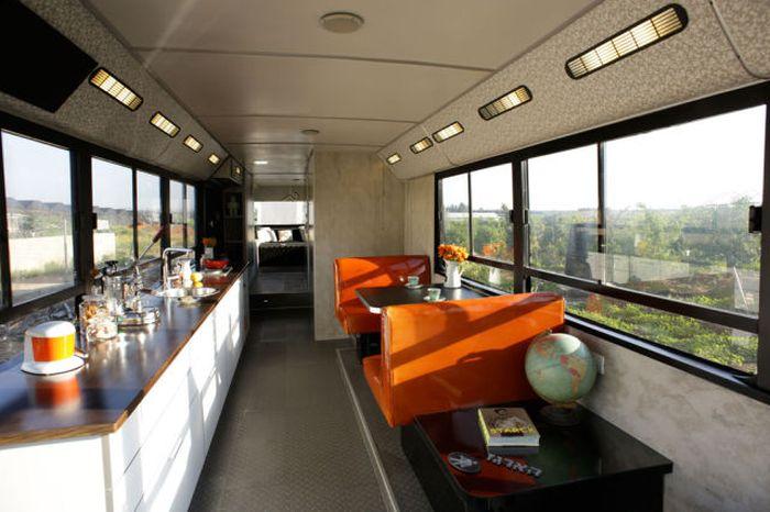 В доме на колесах удалось создать полноценную кухню и столовую. | Фото: imagenesvariadasde.blogspot.com.