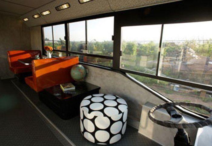 Место водителя в доме на колесах, созданного из муниципального автобуса. | Фото: imagenesvariadasde.blogspot.com.