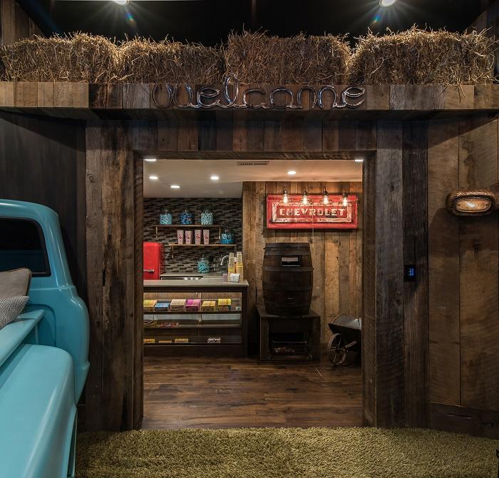 Витрины со сладостями, пицца-бар и настоящая кухня помогут приятно провести время в домашнем кинотеатре (Северная Каролина, США).
