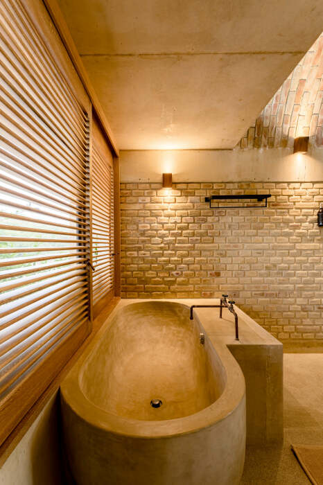 В каждом номере имеется ванна и раковина, вырезанные из массива дерева (Casona Sforza, Мексика) © Алексей Кротков.