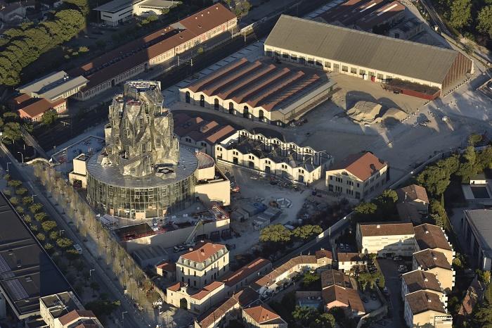 На месте закрытого железнодорожного вокзала и промышленных объектов в скором времени появятся выставочные павильоны и городской парк (Luma Arles, Франция). | Фото: newatlas.com.